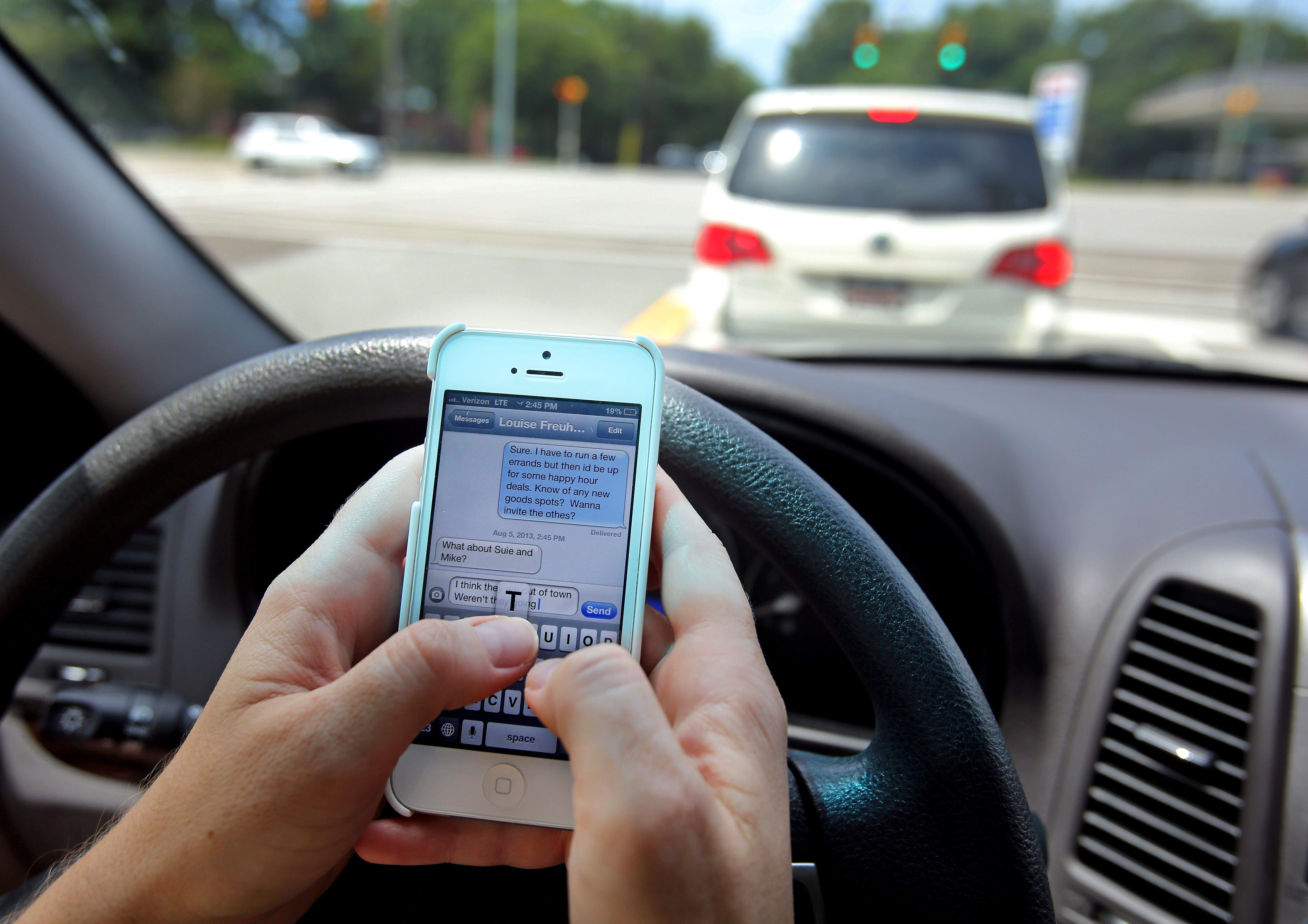 Tougher texting while driving ban moves in House