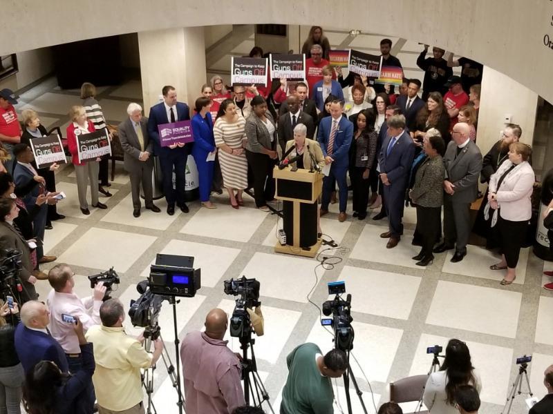 Senate panel approves arming teachers