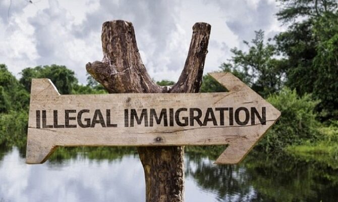 Government Buses Potentially Filled With Illegal Immigrants Enter Florida