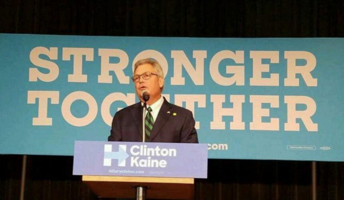 Clinton supporter Randy Henderson (R) runs for congress