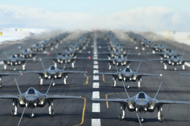 As Iran threatens, the U.S. Air Force flexed