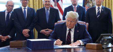TrumpSigns2T