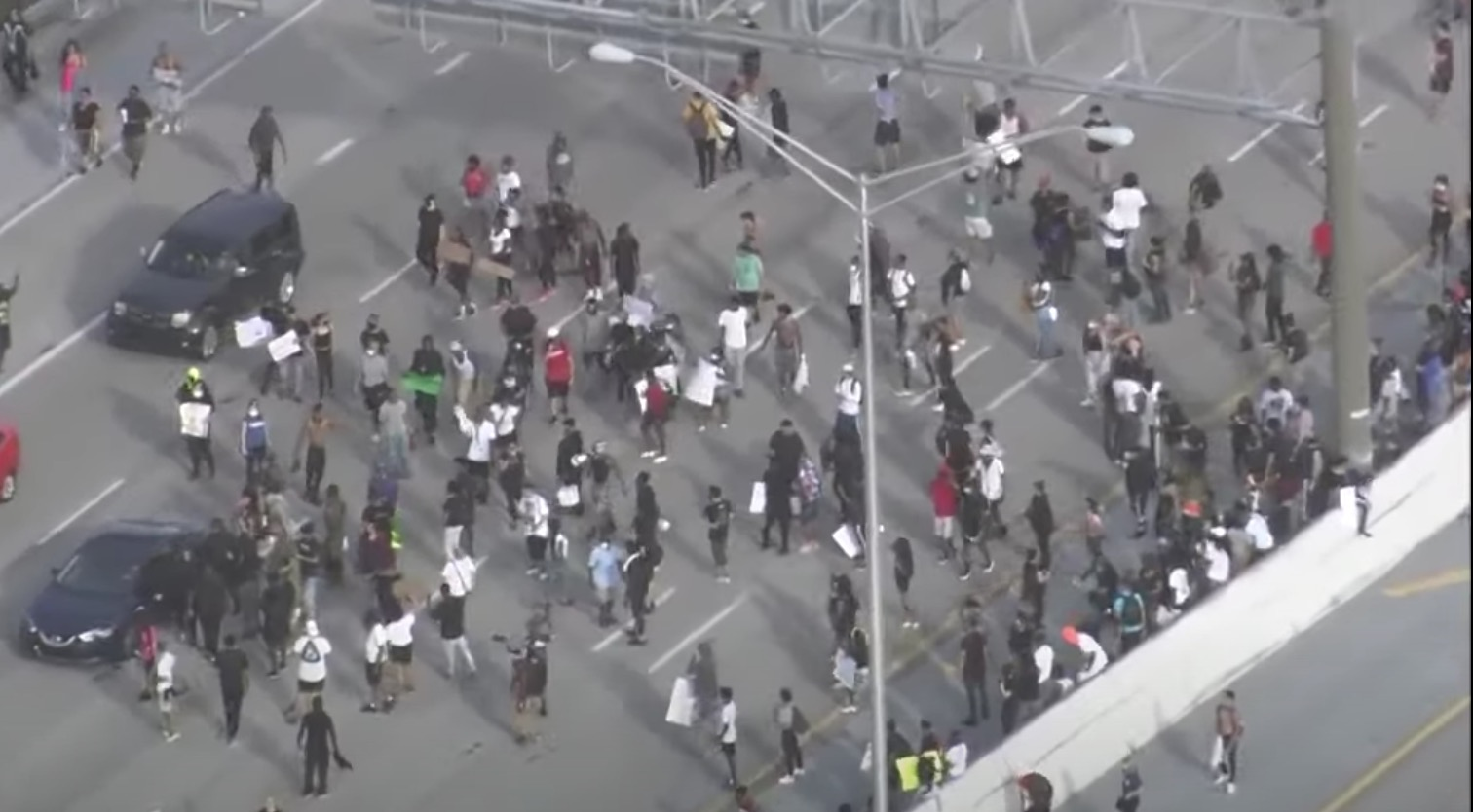Democratic congresswoman thanks violent rioters in Florida